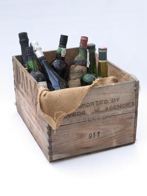 Des Bouteilles De Vins Anciens Retrouvées Après Un Naufrage